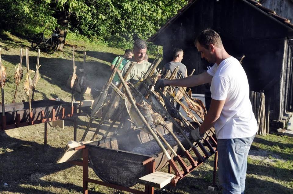 """Održana 3. po redu """"Ribička noć"""" u Čačincima"""